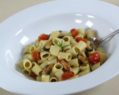 Mezzi Rigatoni with Mussels and Cherry Tomatoes